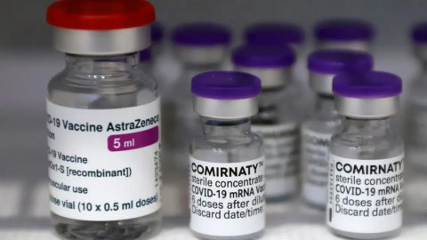 Vaccine ah vure covid jehumun ley gandu vumuge furusathu bodu: Dhiraasaa