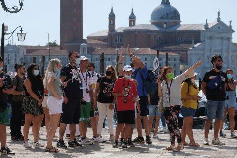 Venice gai tourism control kuran aa ukulheh!